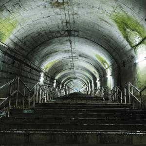 地下の丸穴