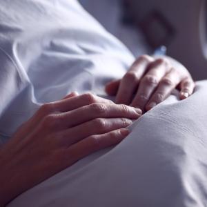 がんで余命6ヶ月の夫を残して入院した妻