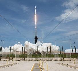 ☆米国 9年ぶり有人ロケット クルードラゴン打上げ成功