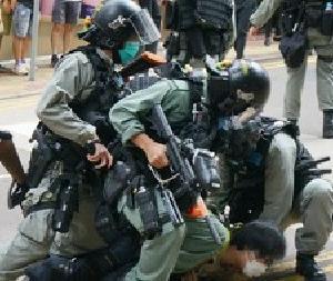 *香港抗議活動で9千人逮捕 またウイグル人毛13トン押収など