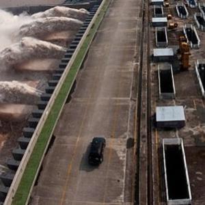 三峡ダムは警戒水位6.7m超え二日で3mも水位上昇