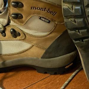 部屋を片付けていると見知らぬ登山靴が出てきた