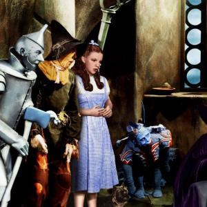 【オズの魔法使】は、映画界に影響を与えた不朽の名作ミュージカル映画だ。