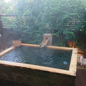 「アンダの森がいいよ」デート研究家がカップルにおすすめする伊豆の温泉リゾート