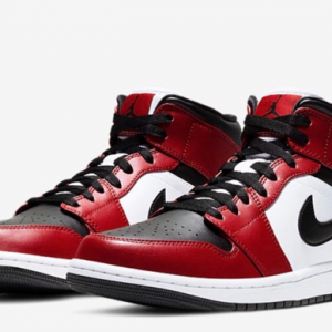 "【2020年6月3日(水) 発売予定】Nike Air Jordan 1 Mid ""Chicago Black Toe"""