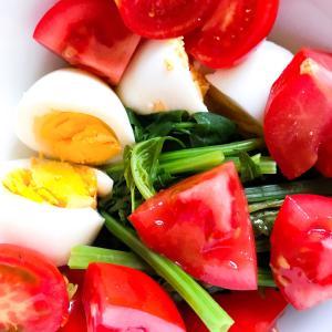 ほうれん草と、ゆで卵、トマト、のサラダ。
