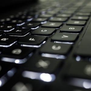 【レビュー】パソコン歴30年のおっちゃんがお勧めするキーボードはこれだ! エルゴノミクスキーボード400-SKB063を購入しました。