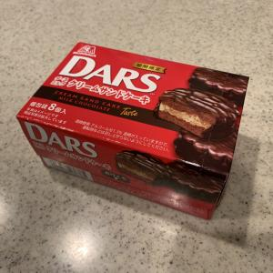 【新作】ダースミルククリームサンドケーキとチョコパイを比べてみた【期間限定】