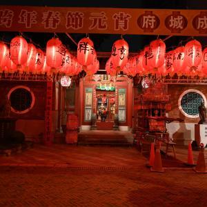 台南は夜の散歩がお勧め。光の色が美しい!