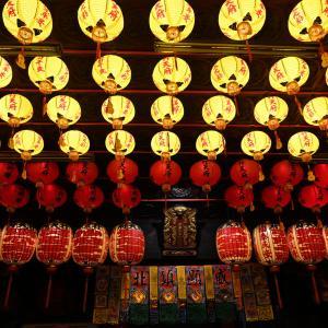 台北の夜の廟は光が美しい。