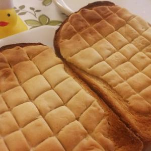 小麦粉と食パンで作るメロンパンのレシピ