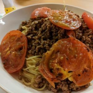 焼きトマトとミンチのエスニック風パスタ