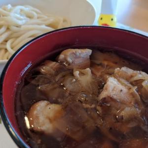鶏と鰹出汁のコラボ!簡単鶏もも肉のつけうどんのレシピ