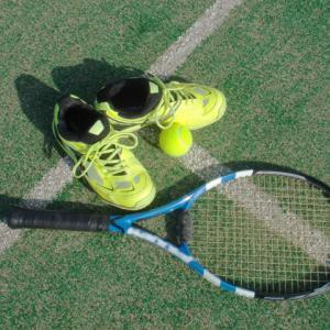【初めてのテニス】道具は何が必要?服装やラケット・シューズの選び方!コーチが教えます【初心者向け】