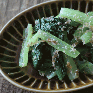 シャキシャキ食感がたまらない!小松菜のゴマおかか和えのレシピ