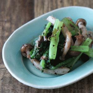さっぱりさわやか!小松菜とシメジのゆかり和えの副菜レシピ