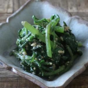 シャキシャキ食感が最高!春菊のゴマアーモンド和えの副菜レシピ