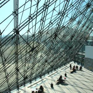 札幌モエレ沼公園のガラスのピラミッド