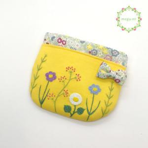 今日の作業は、お花の刺繍の移動ポケット、ねこのふわふわポシェットでした♪