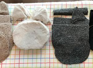 黒猫のふわふわ移動ポケットを作り始めました♪