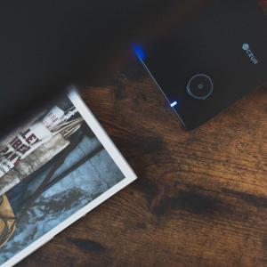 かさばりがちな書類を「秒」でスキャン。ポータブルスキャナー『CZUR Shine』レビュー【PR】