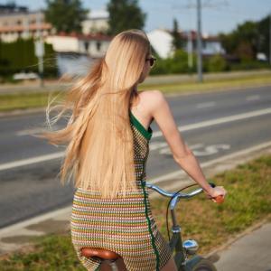 髪の色・量・ツヤが老けて見える人と若く見える人の決定的な違いを作る
