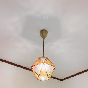 ほっこり温かな玄関を目指したらレトロなステンドグラスライトに行き着きました☆玄関照明