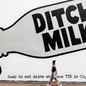 スウェーデンのミルク戦争「牛乳やめちまえ!」牛乳の終焉を熱望するオートリー