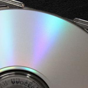 CDケースの「保護スポンジ」は危険 経年劣化でディスクをボロボロに...