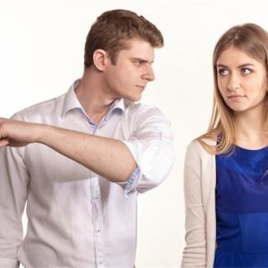 【怖い】彼氏の暴言の心理と対処法3つ【男性目線の意見も】