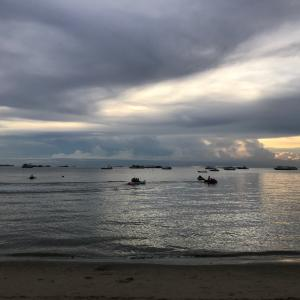 夕暮れのパタヤビーチ