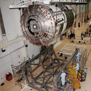 機械系で忘れてはいけない衛星の地上試験中の扱いやすさ【宇宙機と構造体】