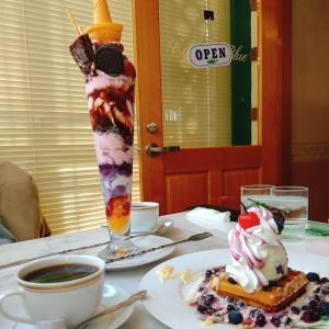 パフェの聖地 決められない楽しさがいい「Cafe de Blue カフェドブルー」