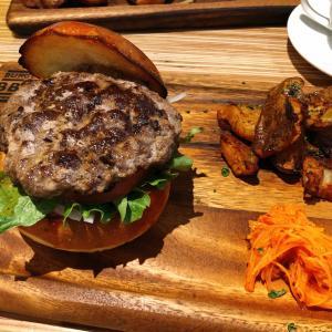 肉肉しいパティが主役!食べ応えある本格派グルメバーガー「BBM」