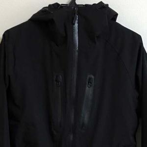 軽くて温かくて激安!ワークマンプラスの防寒レインジャケット