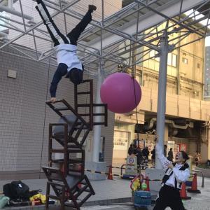 日本のサーカスの歴史 歴史から習うことにより、格段と飛躍したGEN(ジェン)の椅子倒立
