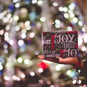 学校の先生へのクリスマスギフト 何をどれくらいあげるべき?