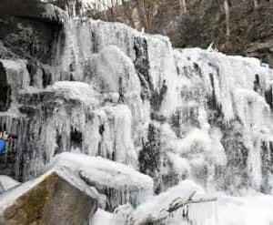 八流の滝を散策