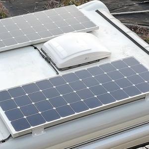 キャンピングカーアミティにソーラーパネル取付 配線の引込みは?