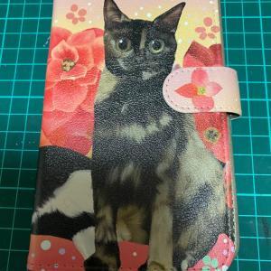 猫ちゃんの似顔絵スマホケース