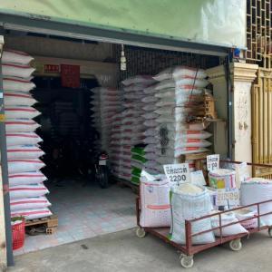 カンボジアの米屋さん