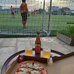 ピザとビールとサッカー観戦