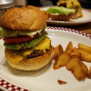 激ウマ神レベル!!トランプ大統領も食べた東京「マンチズバーガー」のハンバーガーが最高!
