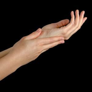 美しく若々しいすべすべした手を保つための方法 5つの方法