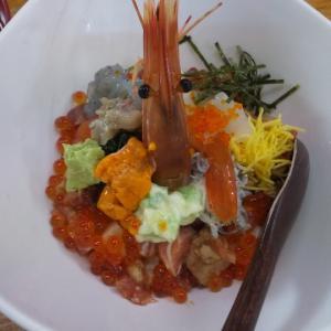 新鮮な魚で作る海鮮丼が絶品!(沼津港)