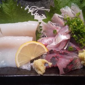 新仲見世通りにある人気回転寿司屋
