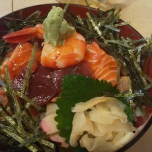 地元の老舗寿司屋で海鮮丼ランチ