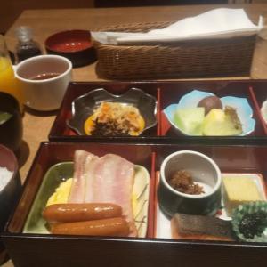 大阪東急REIホテル1階のステーキハウスで朝食