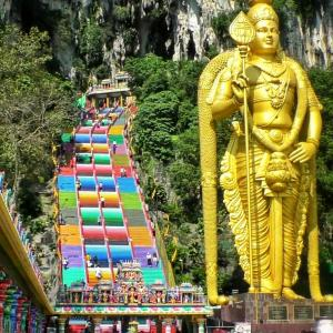 クアラルンプールの多文化を象徴!バトゥ洞窟を観光!
