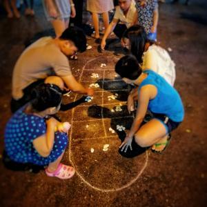 ベトナムで見かけた石遊び。オーアンカン!